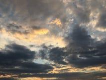 背景美丽的蓝色覆盖天空 覆盖天空 与云彩天气自然云彩蓝色的天空 蓝色覆盖天空星期日 图库摄影