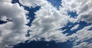 背景美丽的蓝色覆盖天空 覆盖天空 与云彩天气自然云彩蓝色的天空 免版税库存图片