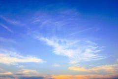 背景美丽的蓝色覆盖天空 覆盖天空 与云彩天气自然云彩蓝色的天空 免版税图库摄影