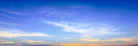 背景美丽的蓝色覆盖天空 覆盖天空 与云彩天气自然云彩蓝色的天空 库存图片