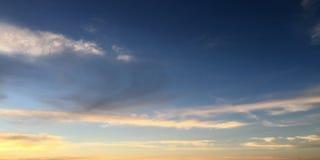 背景美丽的蓝色覆盖天空 覆盖天空 与云彩天气自然云彩蓝色的天空 图库摄影