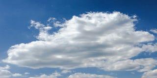 背景美丽的蓝色覆盖天空 覆盖天空 与云彩天气自然云彩蓝色的天空 库存照片