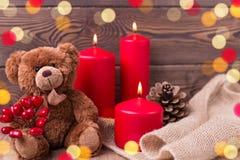 背景美好的例证华伦泰向量 玩具熊在土气样式保留心脏、蜡烛和爆沸 选择聚焦 复制空间 免版税库存照片