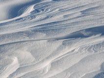 背景能使用的土块严重的报道的设计员数量雪表面 背景蓝色雪花白色冬天 免版税库存照片
