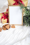 背景能圣诞节使用的例证主题 与圣诞节细节的金框架 免版税图库摄影