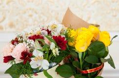 背景花束拟订装饰花卉花例证二向量 免版税库存照片