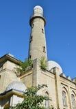 背景蓝天的清真寺 免版税库存图片