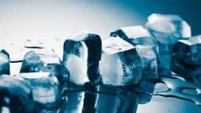 背景蓝色冰排行模式 免版税库存图片
