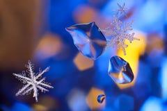 背景蓝色复制包括的雪花空间 库存图片