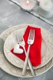 背景蓝色框概念概念性日礼品重点查出珠宝信函生活纤管红色仍然被塑造的华伦泰 库存图片