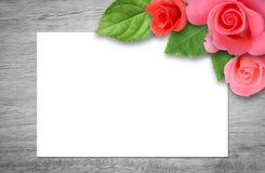 背景蓝色框概念概念性日礼品重点查出珠宝信函生活纤管红色仍然被塑造的华伦泰 免版税库存图片
