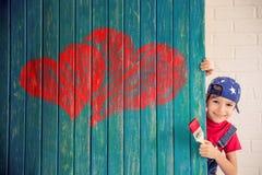 背景蓝色框概念概念性日礼品重点查出珠宝信函生活纤管红色仍然被塑造的华伦泰 免版税图库摄影