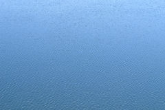 背景蓝色波纹水 水平的背景 免版税图库摄影