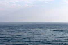 背景蓝色海运天空 免版税库存图片