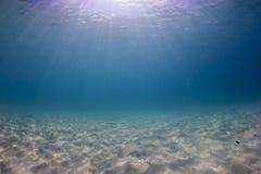 背景蓝色深eps8海洋水下的向量 库存照片