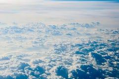 背景蓝色覆盖cloudscape天空 蓝天和空白云彩 库存例证
