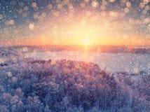 背景蓝色雪花白色冬天 抽象空白背景圣诞节黑暗的装饰设计模式红色的星形 库存照片