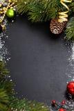 背景蓝色黑暗圣诞节黑暗冷杉雪花结构树 图库摄影
