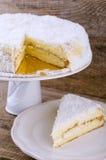 背景蛋糕椰子完全地被装载的图象 免版税库存图片