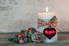 背景蜡烛圣诞节装饰礼品金黄xmas 库存照片