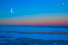 背景被月光照亮晚上冬天 库存照片