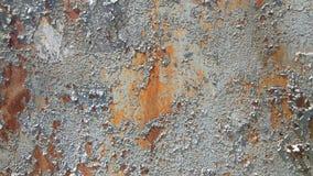 背景被腐蚀的金属 与铁锈铁锈条纹的生锈的金属背景弄脏 Rystycorrosion 免版税库存照片