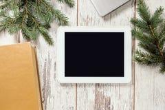 背景计算机设计例证片剂白色 分行绿色云杉 书 免版税图库摄影
