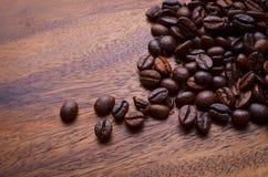 背景豆咖啡木头 免版税库存图片