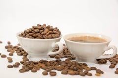 背景豆咖啡查出的射击工作室白色 图库摄影