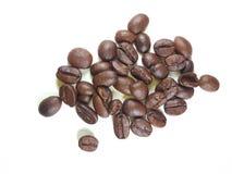 背景豆咖啡查出的烤影子白色 免版税图库摄影