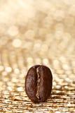 背景豆咖啡闪烁金黄一个 免版税库存图片