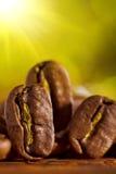 背景豆模糊的咖啡macroshot 库存照片