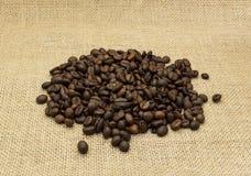 背景豆粗麻布咖啡 库存照片