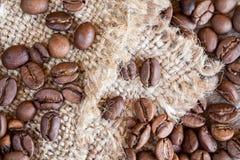 背景豆粗麻布咖啡 免版税库存图片