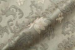背景豪华布料或难看的东西丝绸纹理缎天鹅绒波浪折叠  库存照片