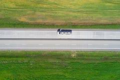 背景货物前面运输交换二图 加利福尼亚高速公路卡车美国 免版税图库摄影