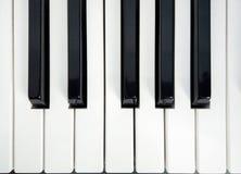 背景迷离关闭重点锁上一钢琴有选择性的白色 免版税库存照片