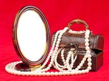 背景配件箱查出的珠宝白色 库存照片