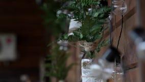 背景钮扣眼上插的花看板卡装饰装饰邀请婚姻白色的珍珠玫瑰 婚礼启发 影视素材