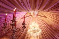 背景钮扣眼上插的花看板卡装饰装饰邀请婚姻白色的珍珠玫瑰 库存照片
