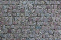 背景铺有鹅卵石的花岗岩路面 石路面纹理 老鹅卵石路面特写镜头抽象背景在Prag 免版税图库摄影