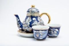 背景陶瓷杯子罐茶白色 免版税库存照片