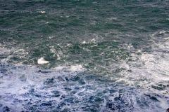 背景风大浪急的海面 库存照片