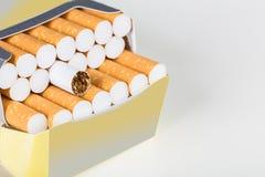 背景香烟查出的对象装箱白色 免版税库存图片