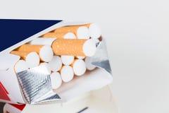 背景香烟查出的对象装箱白色 库存图片