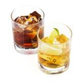 背景鸡尾酒可乐查出的威士忌酒白色 库存图片