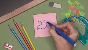 背景黑名册概念copyspace学校 妇女递写2019年在笔记薄 股票视频