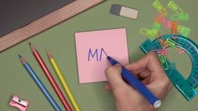 背景黑名册概念copyspace学校 妇女递在笔记薄的文字5月 影视素材