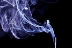 背景黑色蓝色烟 免版税图库摄影