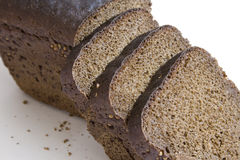 背景黑面包大面包切白色 免版税库存图片